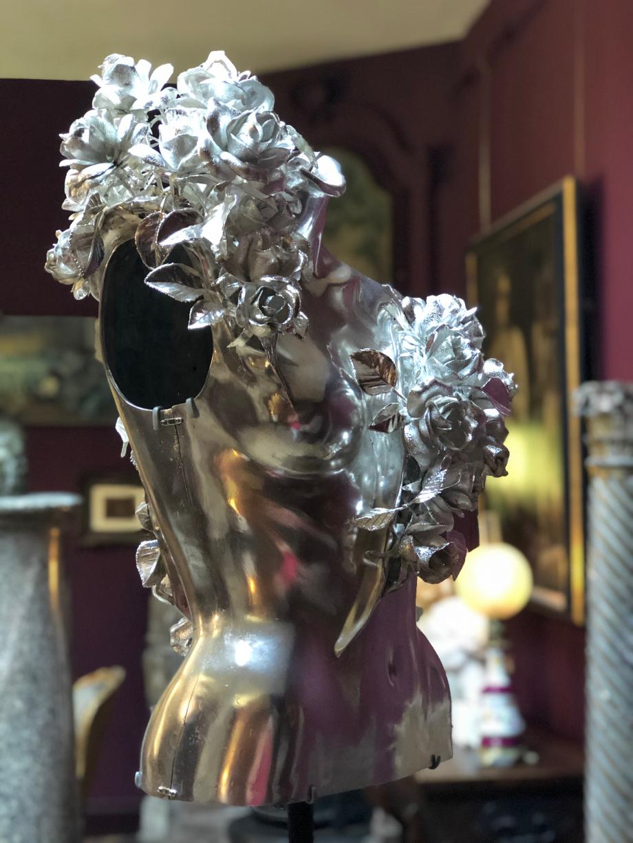 Magnifique corset moulé sur nature du buste d'un mannequin