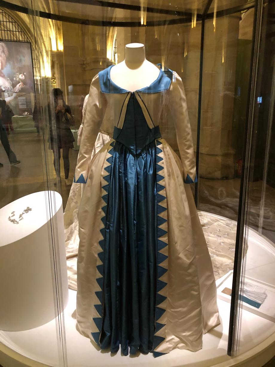 Christian Gasc et Valérie Ranchoux Robe  Satin, soie ivoire et bleue avec jupe bleue en taffetas de soie Costume porté par Diane Kruger dans le film