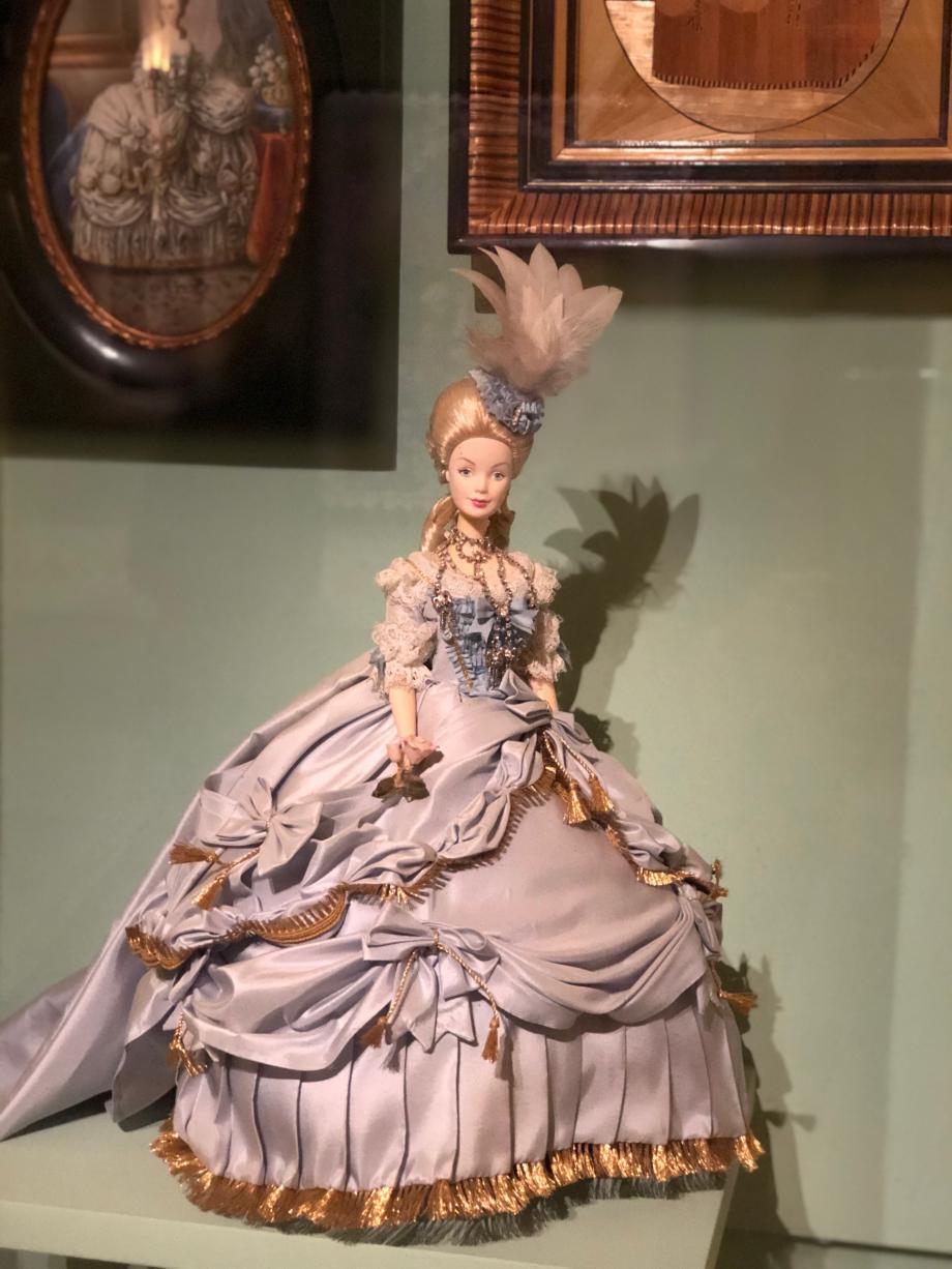 et bien sûr une poupée Barbie en 2003
