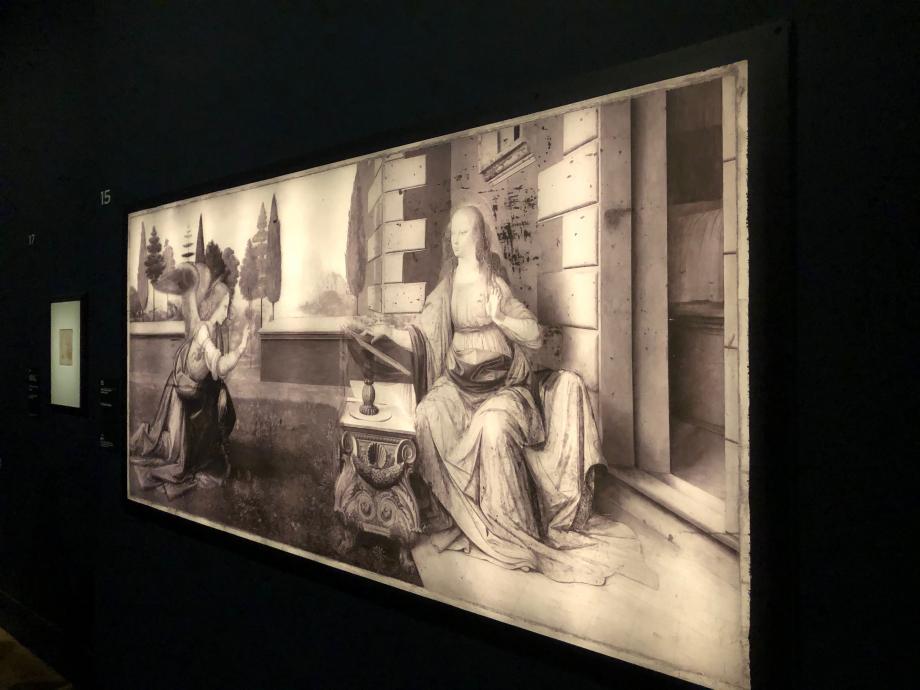 Réflectographie infrarouge de l'Annonciation de Léonard de Vinci  La réflectographie infrarouge met en évidence toute trace au carbone à l'intérieur d'une peinture et en révèle le dessin, ici très précis et méticuleux
