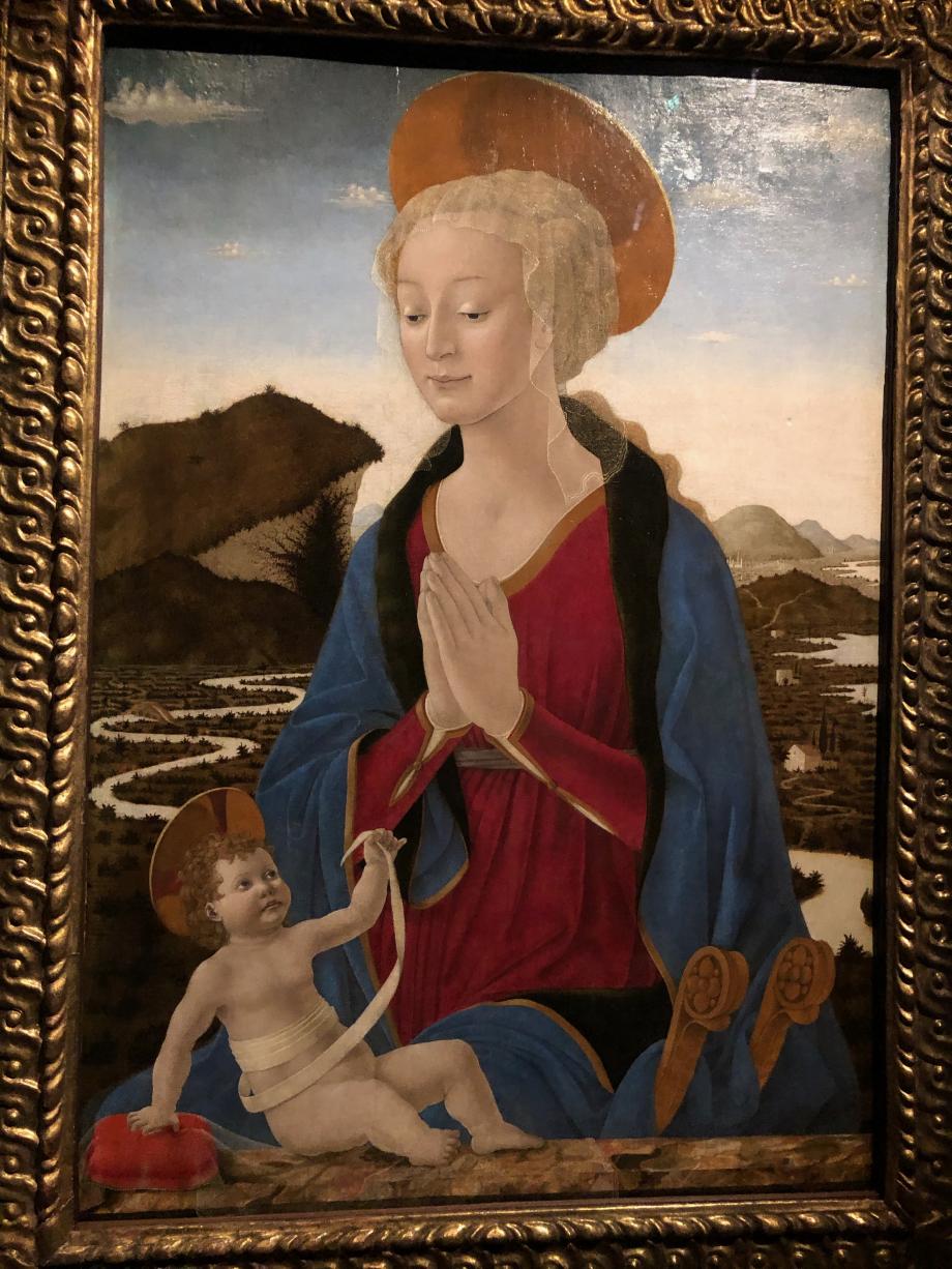 Alesso Baldovinetti Vierge à l'Enfant vers 1464 Paris, Musée du Louvre  Léonard put admirer à Florence les oeuvres d'Alesso Baldovinetti. Cette majestueuse Madone, qui vient d'être restaurée offre un splendide paysage naturaliste évoquant le val d'Arno.
