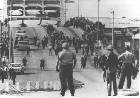 https://static.blog4ever.com/2016/03/816195/Chronique-12-bonus---Selma-policiers.jpeg