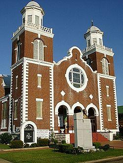 https://static.blog4ever.com/2016/03/816195/Chronique-12-bonus-Selma-Brown-Chapel.jpg