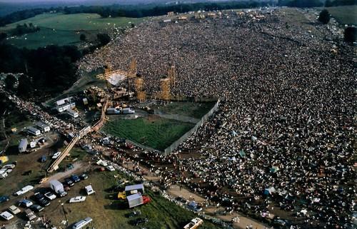https://static.blog4ever.com/2016/03/816195/Chronique-6--bonus----Woodstock-69--foule-.jpg