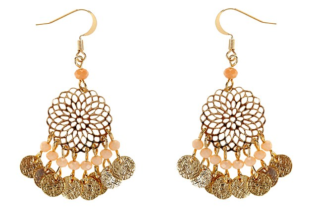 33084D4100000578-3532354-Thrifty_Kate_paired_the_high_end_look_with_8_earrings_from_Acces-m-43_1460300094377.jpg