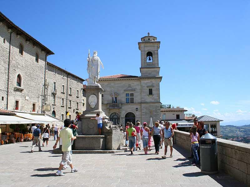 Tourisme à Saint-Marin.jpg