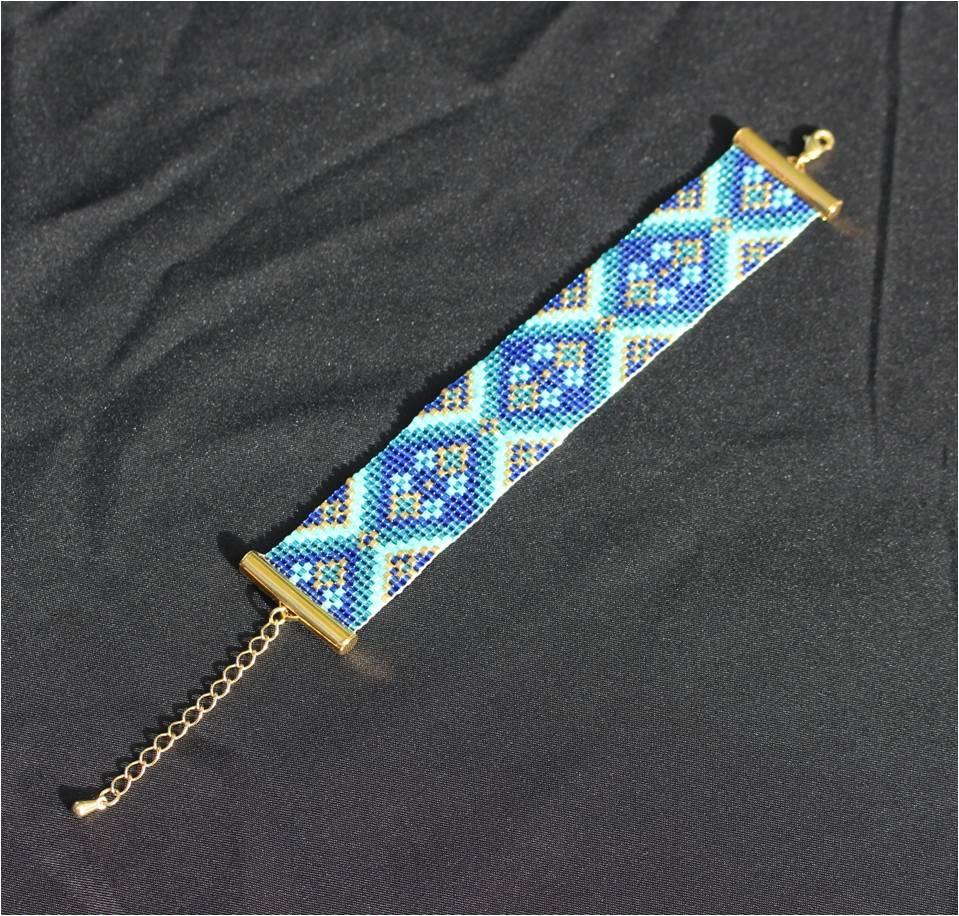 Bracelet loom losanges bleus.jpg