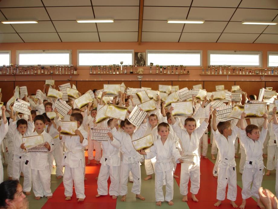 Les jeunes judokas récompensés (CBMer).JPG