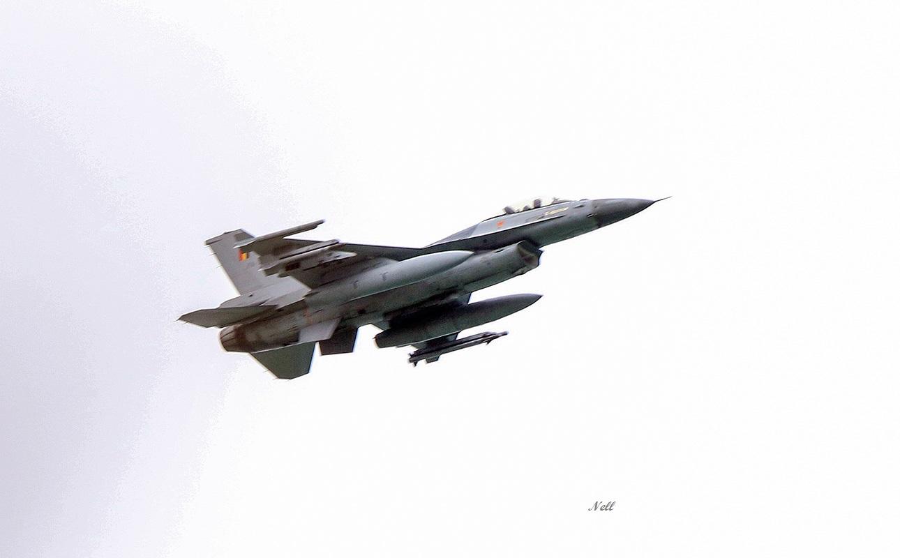 Avion F16 Belge (1).JPG