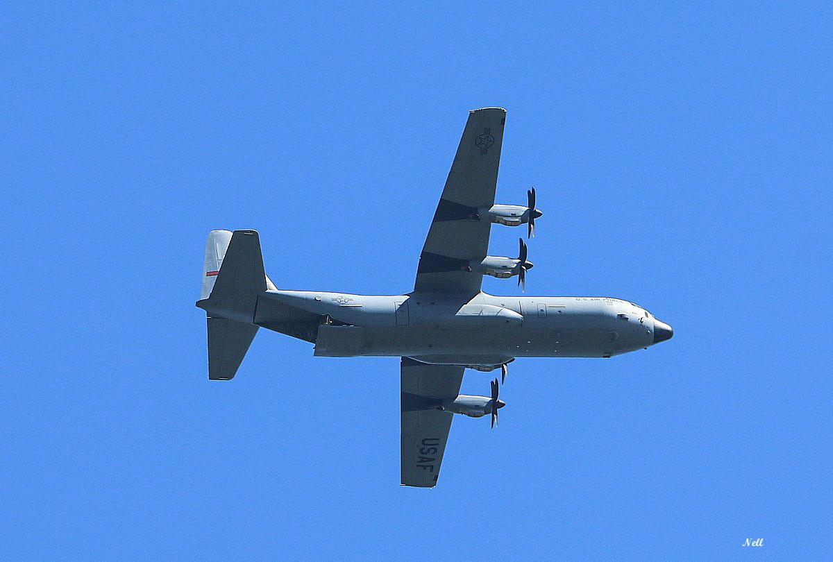 C130 S Hercule USAF (après largage par tranche arrière).