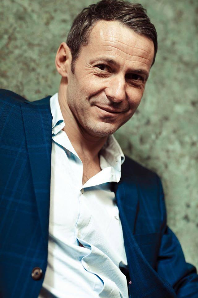 Julien Boisselier est l'un des protagonistes principaux du film Et mon cœur transparent... qui sortira cette année sur les écrans. Musique d'Erwan Coïc avec la participation de l'Orchestre Symphonique Qui.jpg
