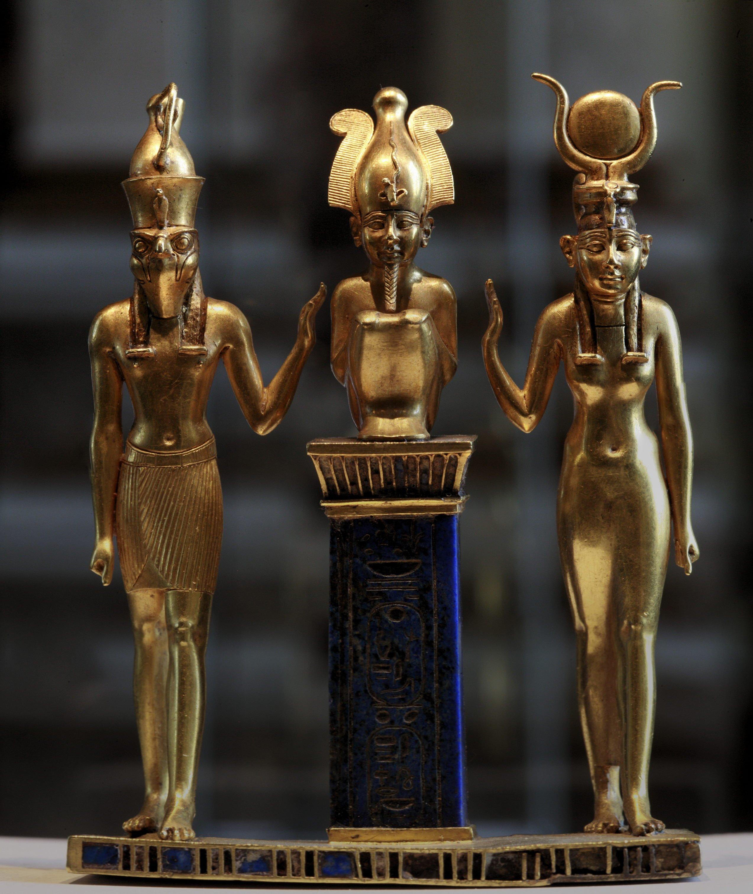 Horus_family-Louvre-E6204.jpg