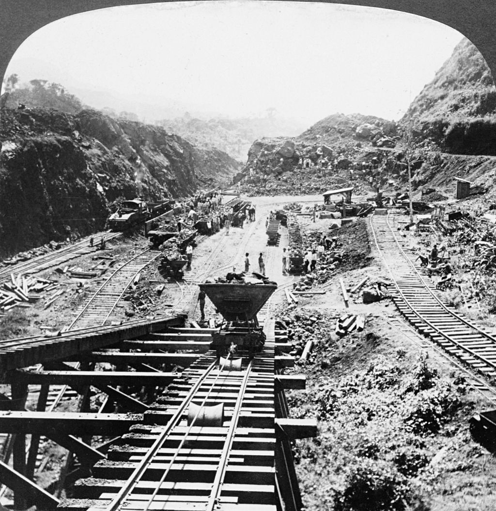 1024px-Panama_Canal_under_construction_1907.jpg