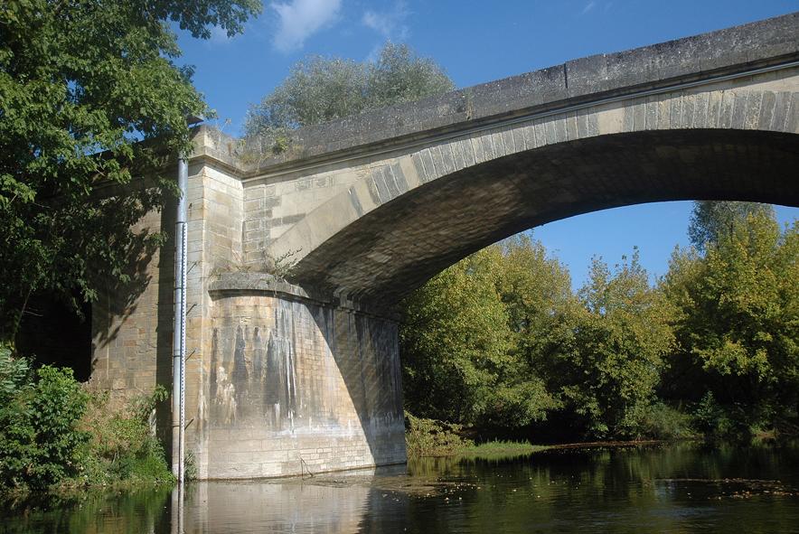 Marqueur de crue et d'étiage - Pont de Siorac 01 mail.jpg