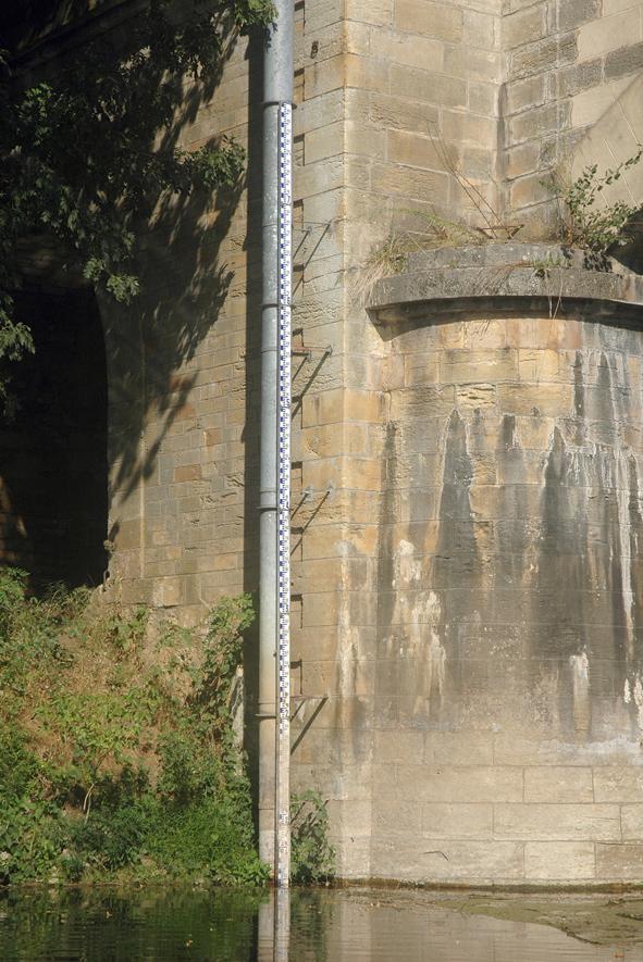 Marqueur de crue et d'étiage - Pont de Siorac 03.jpg
