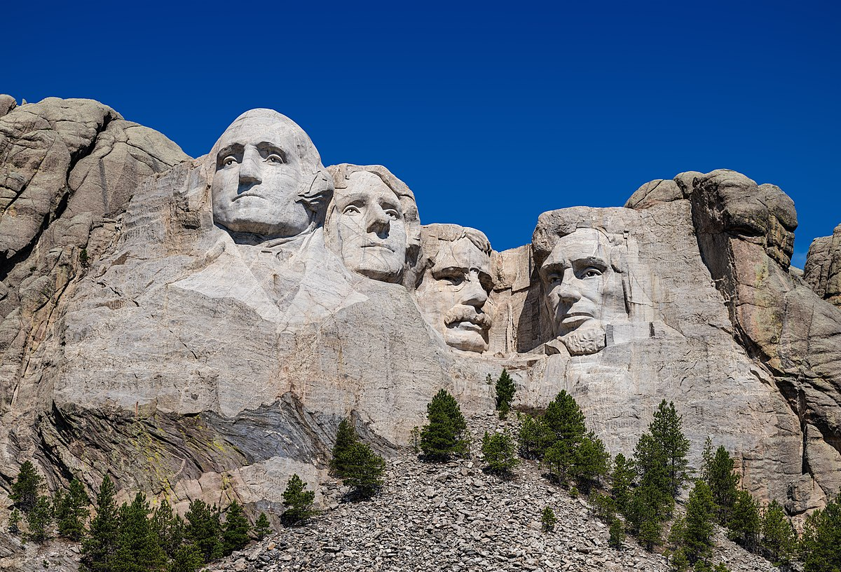1200px-Mount_Rushmore_detail_view_(100MP).jpg
