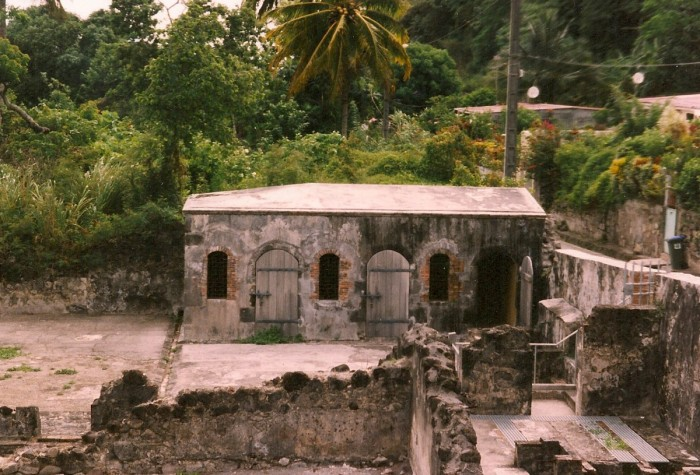 https://static.blog4ever.com/2016/09/822431/saint-pierre-martinique-ruinesstpierre19022-700x475.jpg