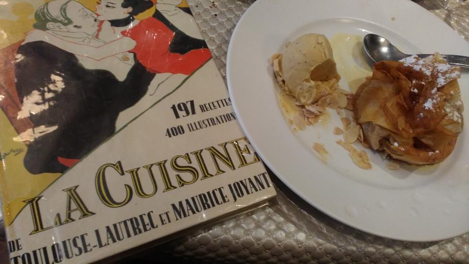 L'artiste Henri de Toulouse-Lautrec était un bon vivant. Il aimait boire, trop car il était devenu alcoolique, mais il adorait manger aussi. Et pas n'importe quoi. Sa mère lui envoyait régulièrement de l'argent de poche - dans un premier temps il ne vivait pas de son art - mais également des bons produits du sud-ouest de la France comme du vin ou du foie gras. Sa grand-mère nous a laissé une citation qui en dit long sur ses passions et les liens qui se tissaient entre elles :