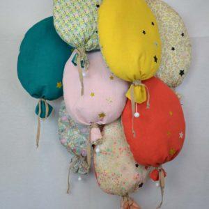 Les-coussins-veilleuses-bébé-ballon-lin-et-Liberty-MP-et-MP-300x300.jpg