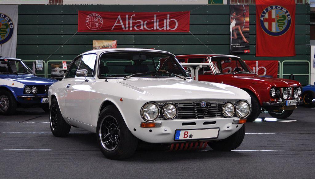 Alfa Romeo 2000 GTV Veloce 1975 pinterst com ec48fb713c1e56a5c2dd11065a0cd421