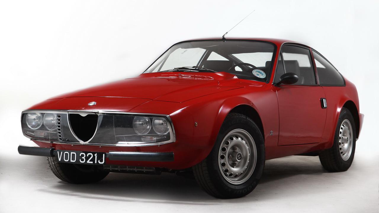Alfa Romeo Giulia Coupé 1300 GT Junior 1969 drive