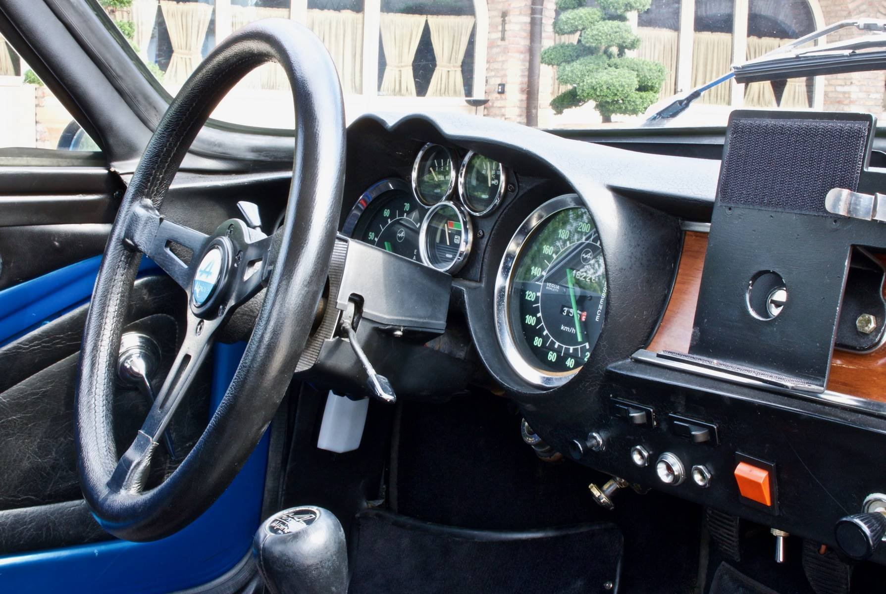 Alpine A110 1300G 1968 classicdriver com 25-10