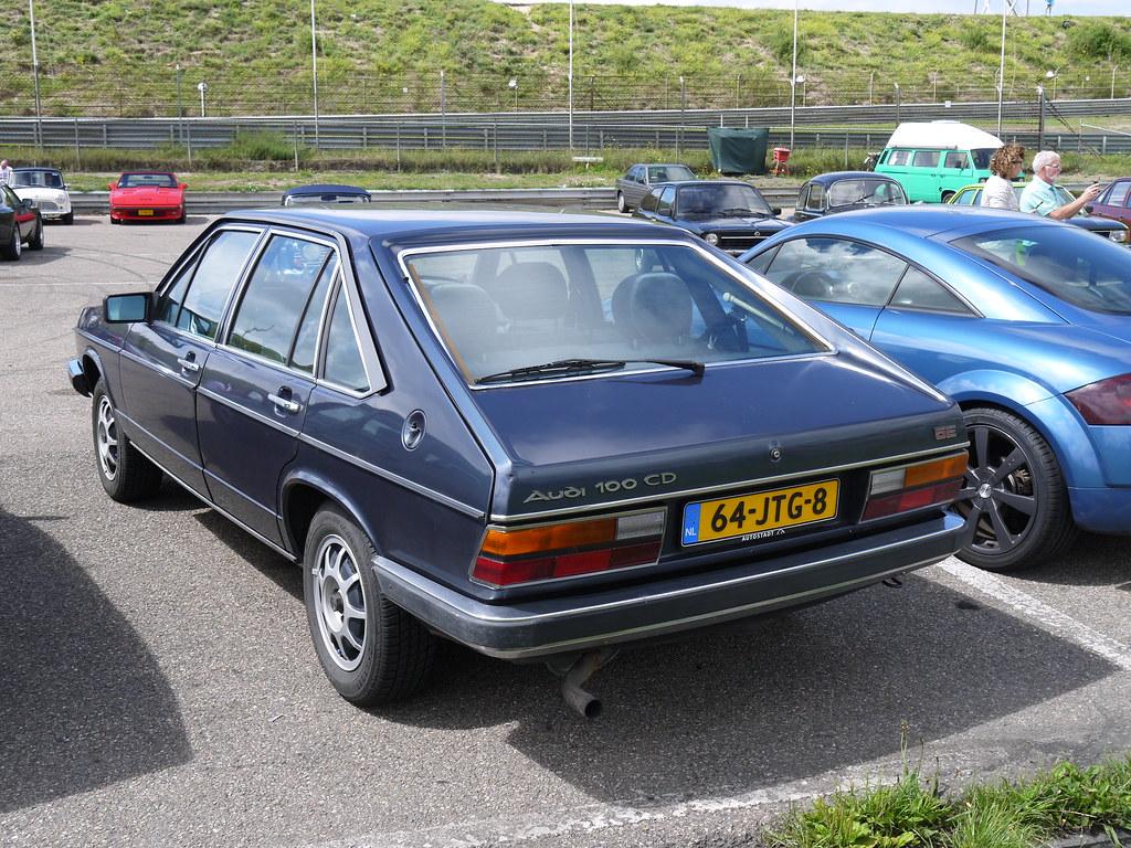 Audi 100 Avant 1981 live