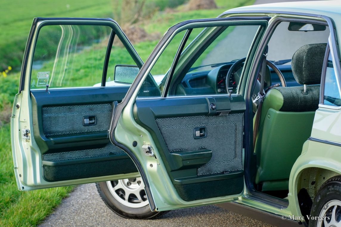 Audi 100 CD 5E 1980 classiccargarage com audi-100-cd-5e-green-metallic-04-ef88d0d4