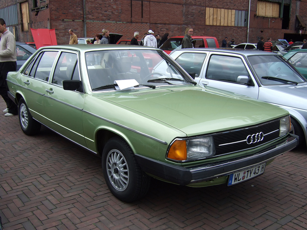 Audi 100 GL 1976 strongauto net  1976_Audi_100_28520