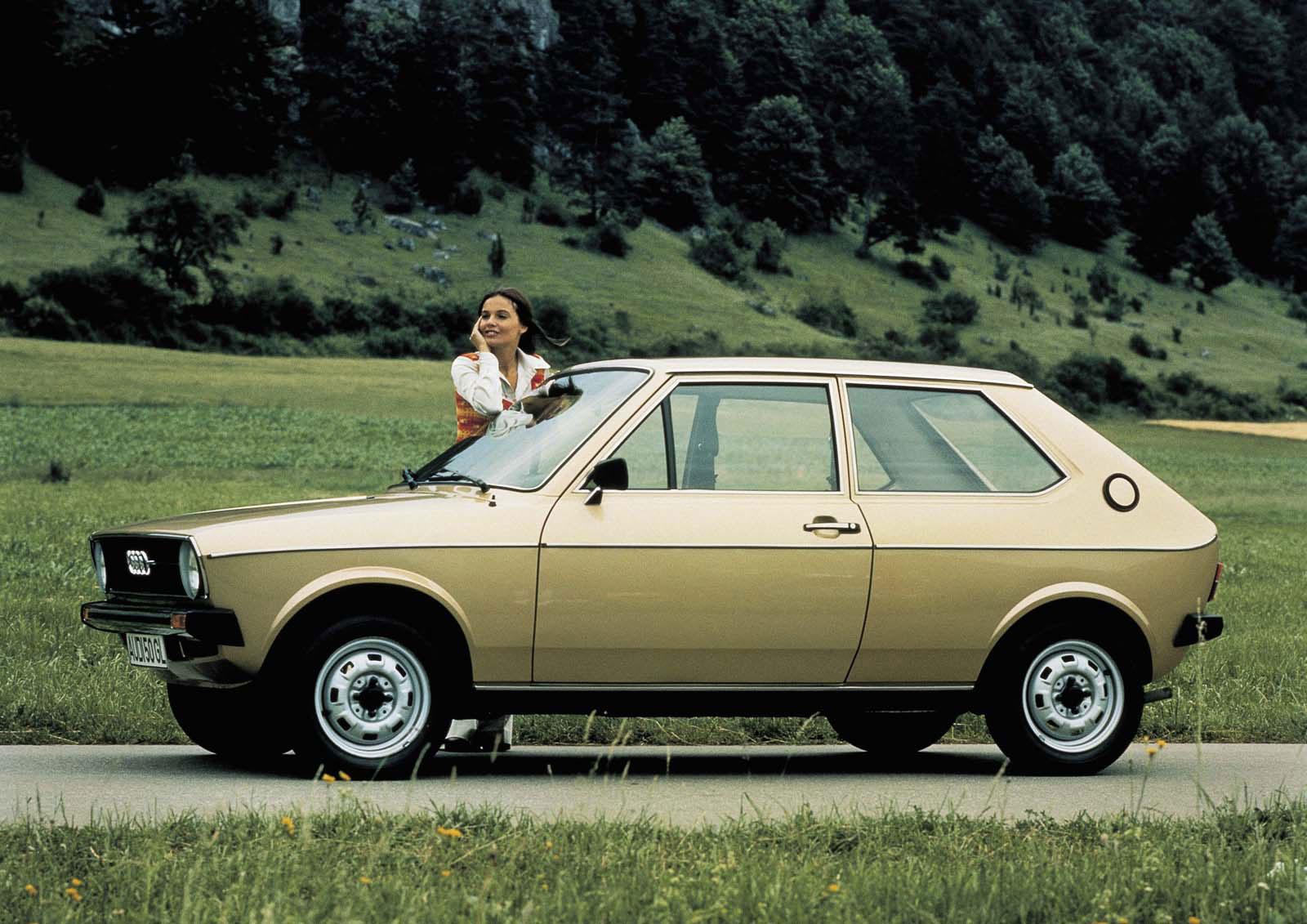 Audi 50 1973 motorgiga com Audi-50-LS-1975