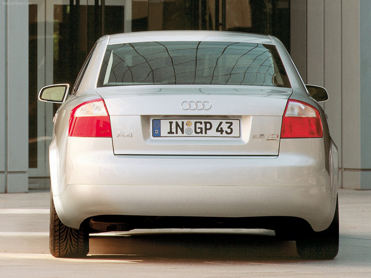 Audi A4 2002 Audi-A4-2002-1280-12