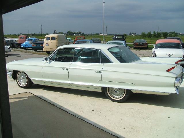 cadillac Sedan 4dr 1961 6982_2