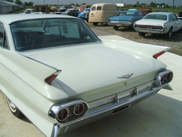 cadillac Sedan 4dr 1961 6982_3