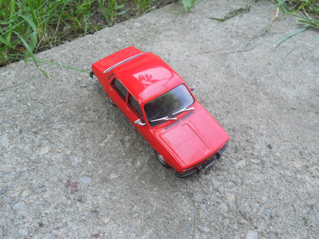 Dacia 1300 1969 live,statcflickr,com 32280377734_629deff9ee_b