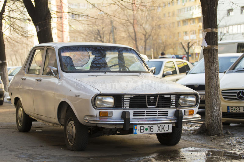 Dacia 1300 1970 thumbs,dreamstime com dacia-car-old-parked-autumn-show-41264536