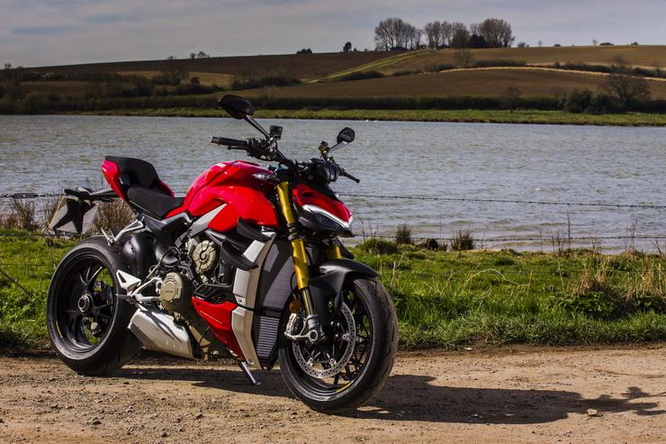 Ducati SFV4S_032 bennetts co uk