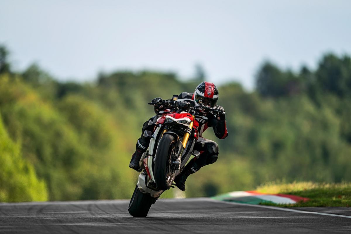 Ducati Streetfighter V4 S Visordown review (14) visordom com