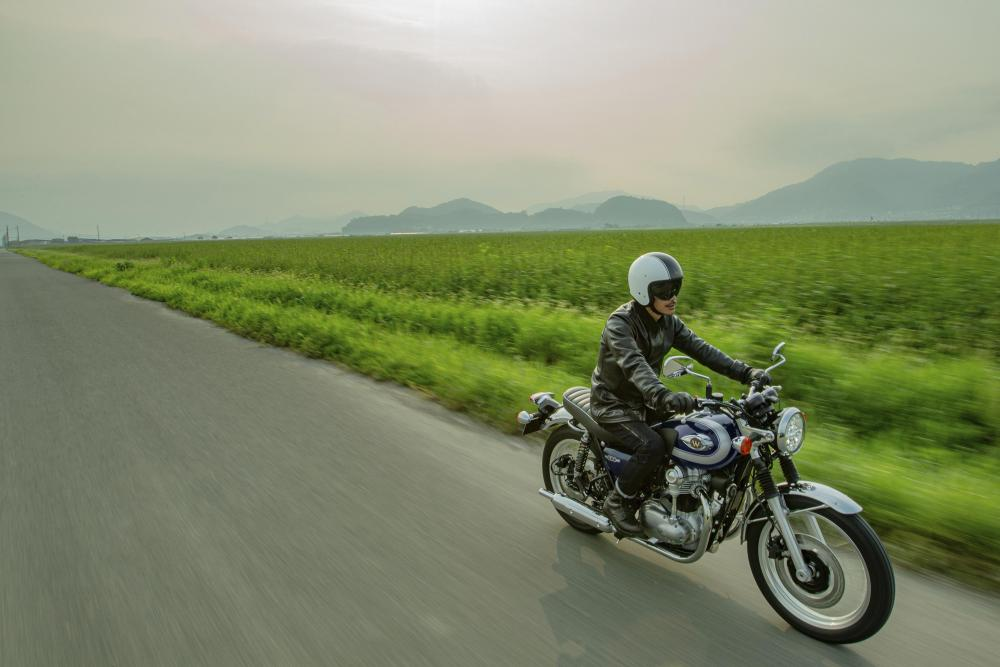 Kawasaki W800 2021 B_hi-21my-w800-bu1-act-1-