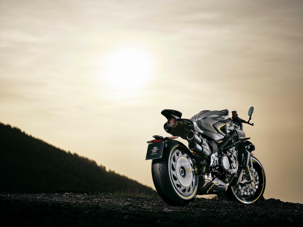 mv agusta rush 2012 B_rush-ambient-3 motociclismo it