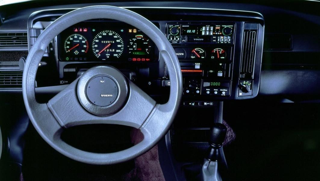 volvo 400-Series 1988-1996 media