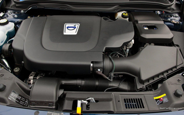 Volvo C70 2010 b750e910