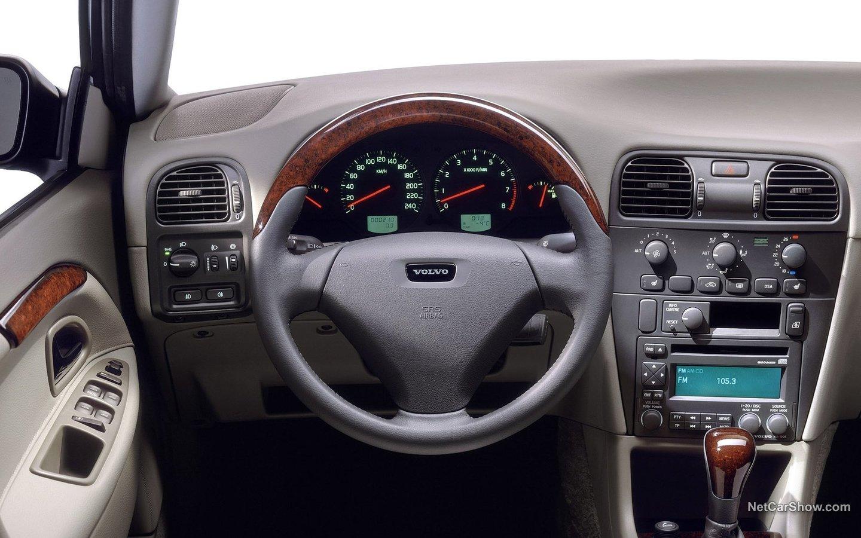 Volvo V40 2004 1e0fc049