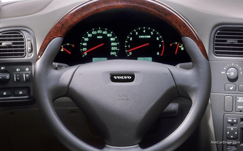 Volvo V40 2004 cf5c560c