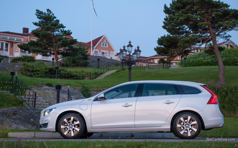 Volvo V60 Plug-in Hybrid 2014 27090409