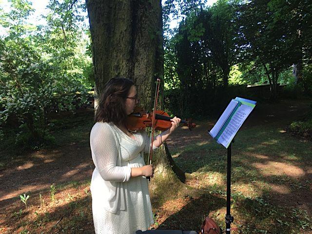 Accompagné par la violoncelliste Clara Hary ! Bravo et merci à elle !