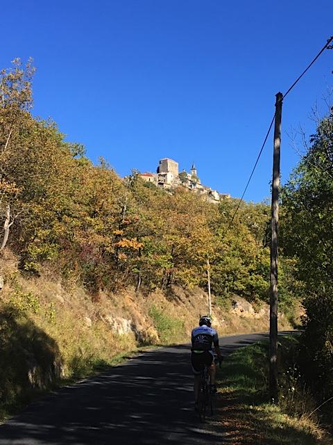 Après la pose casse croûte à Saint Rom du Tarn,la montée vers le Larzac