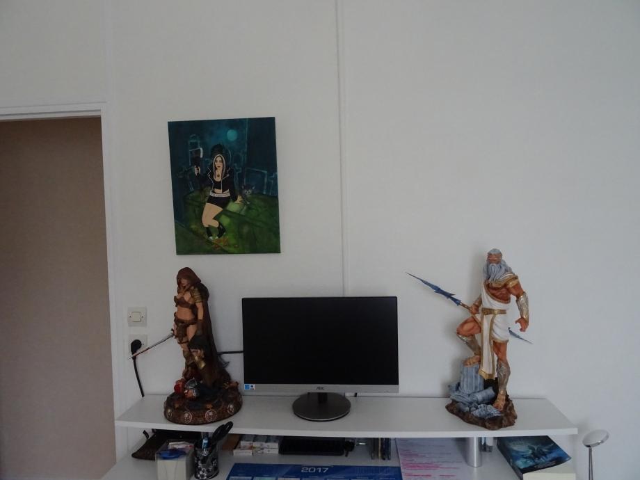 papier peint terminé,première étape,ZEUS ET ARHIAN ont repris possession du bureau.la peinture de ma tante a également trouvé une place sur un panneau de mur.
