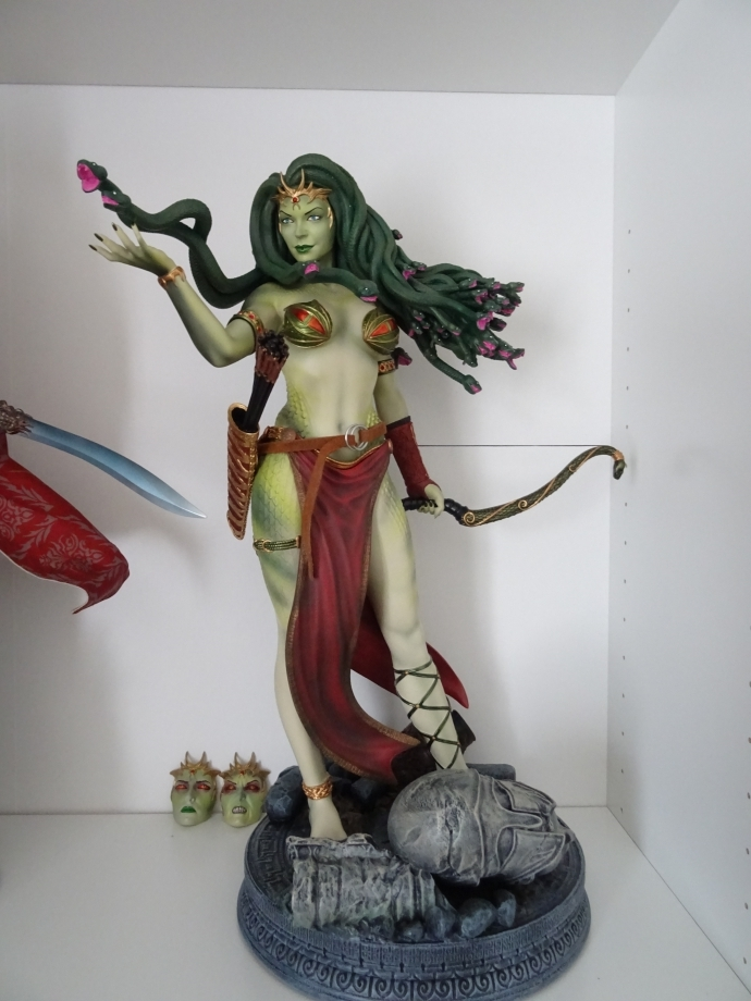 ARH STUDIO est très certainement le plus grand fabricant de statuette fantasy au monde.cette méduse est une pure merveille.