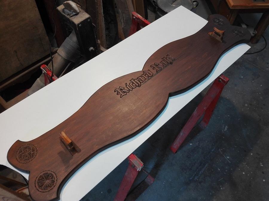 nouvelles photos de mon projet de l'épée de vérité avec le support mural !!