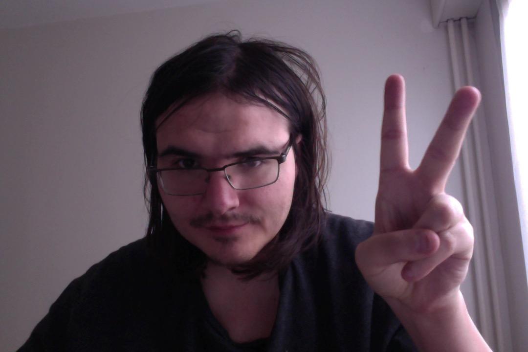 le chéri de Stella est le webmaster Move and be trance, producteur et DJ trance goa et acid trance, renommé du psychedelic des winx club pour son pillier de la trance goa chez Pimkie